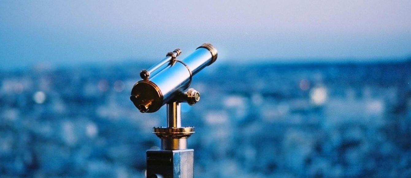 telescope-evening-city-metal-fence-1920x1200